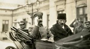 Pilsudski i Paderewski w aucie